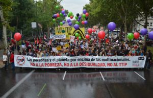 Manifestación multitudinaria para exigir el fin de las políticas que generan pobreza y desigualdad y la paralización de los Tratados de Libre Comercio